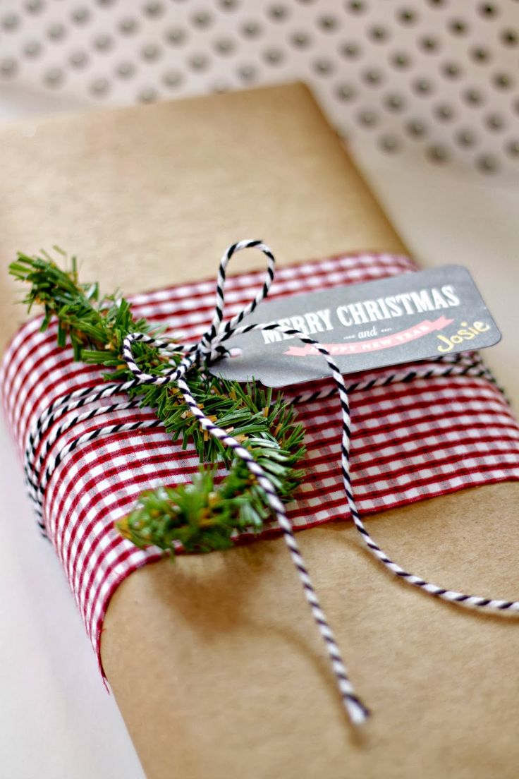 Simple Christmas wrapping- wrap in craft paper and accent with a band of fabric. Great use of scraps!