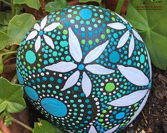Painted Rock, Rock Art, Hand geschilderd steen, Mandala ontwerp, Hand geschilderd Rock, natuur kunst, Home Decor, blauw luminescense collectie #68