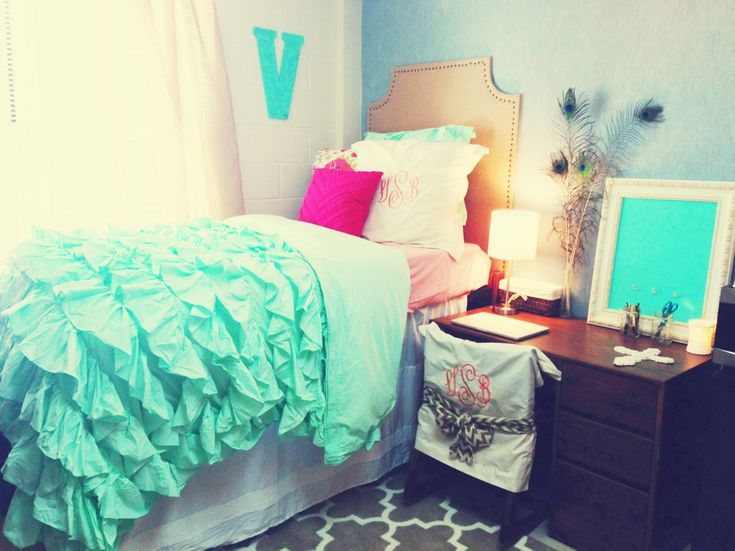 Cute Pillows For Dorm Rooms : Teal bedding is so cute! [Dorm Room] Trends Pinterest Pink accents, Ruffle bedding and ...