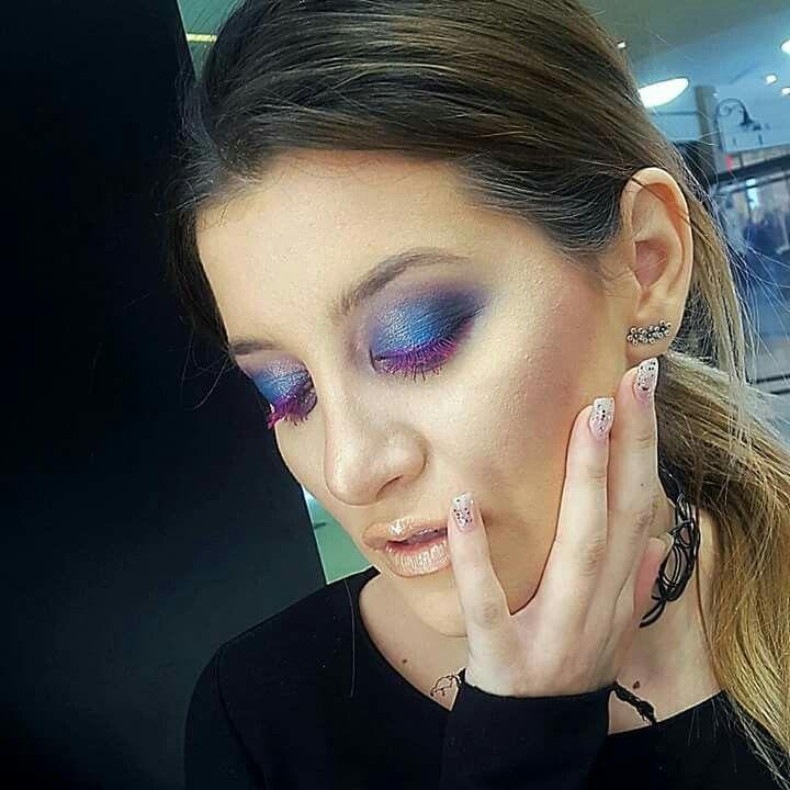 Blue makeup Mac Cosmetics https://www.instagram.com/p/BdkYgB2nIlU/