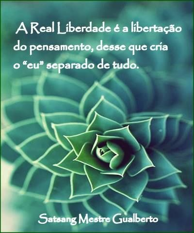 "La Libertad Real es la liberación del pensamiento, de ese que crea un ""yo"" separado del todo.///  Real Freedom is freeing yourself from thoughts, from that entity that creates a separated ""I"" from everything."