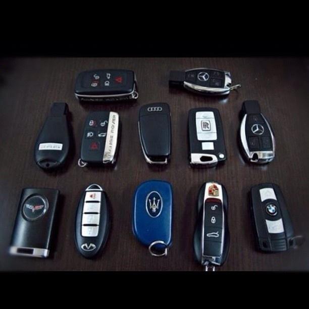#key #keys #instacar #insta #mercedes #porsche #infinity #audi #covete #landrover #rangerover #rr #dodge #maserati #rollsroyce