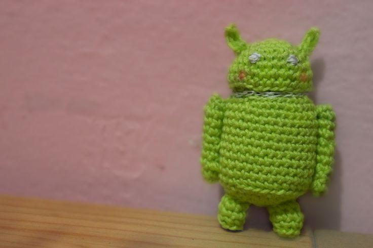 Patrón de crochet para crear un precioso muñeco android. Indicaciones sencillas y claras.