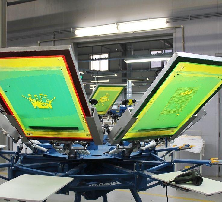 High quality imaging that lasts wash after wash. #screenprinting #silkscreen @mrcompanies #mrprint #printlife #Chameleon #print #printmaking bit.ly/1LPZppD