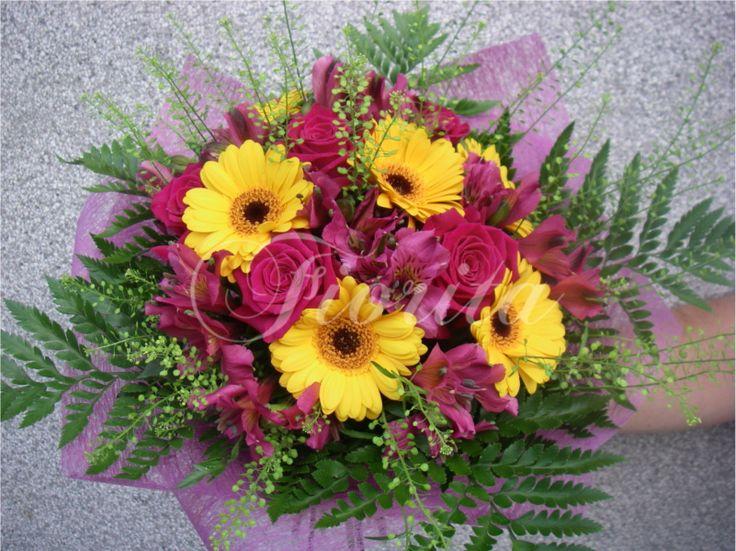 Vázaná kytice: gerbery, růže alstroemérie
