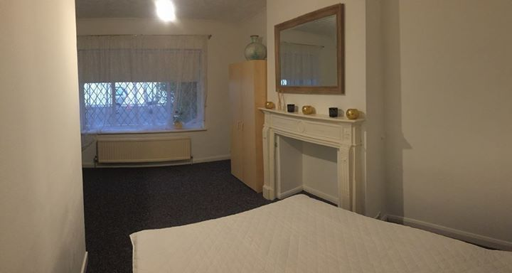 nice Nice and big double room to rent in Gants Hill (1m