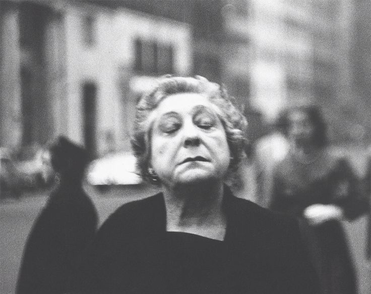 a biography of diane arbus an american photographer In perhaps the most angry essay in her book on photography, sontag insists that arbus's biography, entitled diane arbus: arbus, as the great american.