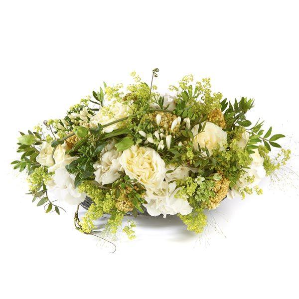 Graf Arrangement Stijl. Velen van u bezoeken met regelmaat een graf of een herdenkingsplaats van uw overleden dierbaren. Het is dan niet ongebruikelijk om bloemen of planten te plaatsen. Gemaakt door Afscheid met Bloemen.