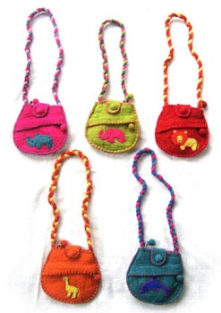 Africa Smiles. A wholesaler of ethnic gifts and handmade paper.