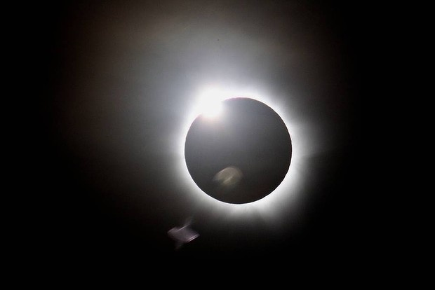 Awesome - Solar Eclipse 2012 Cairns  Australia.