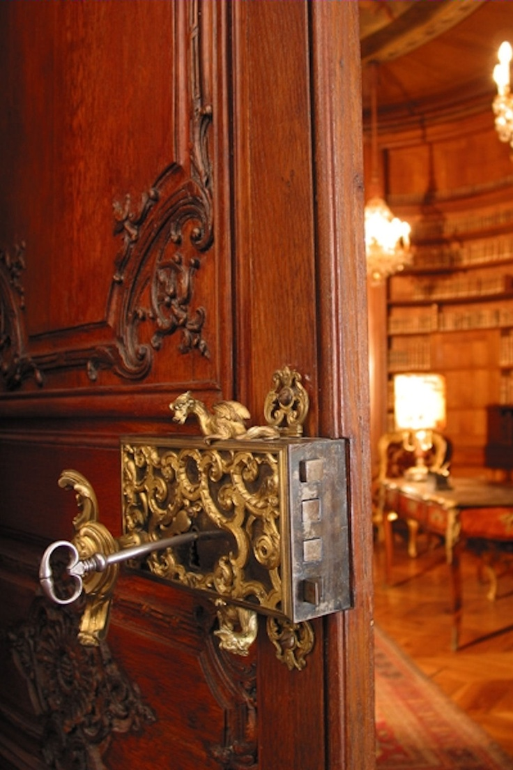 Amazing door, amazing handle and then the library dawns...