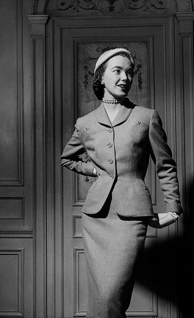 A perpetually smart spring suit by Hattie Carnegie, 1951. #fashion #vintage #1950s