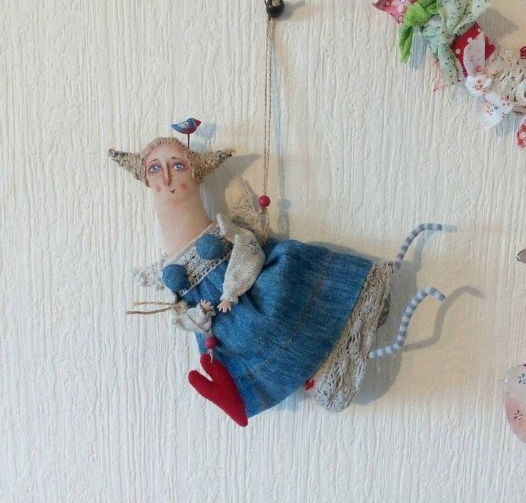 Занята. Куколка подвеска интерьерная. Феечка домашнего уюта. На голове птичка. В руках сердечко для любви. Льняное платье и хлопковый сарафан. Есть крылья для полета.
