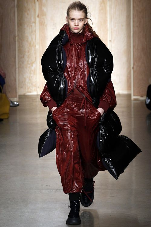 Le total look doudoune du défilé DKNY automne-hiver 2016-2017