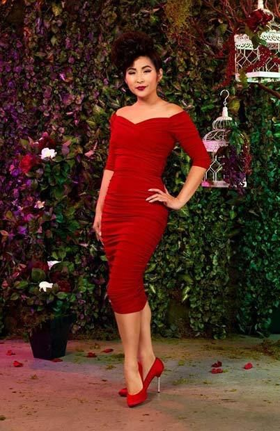 21 Valentine's Day Outfit Ideas: #21. ELEGANT RED DRESS; #valentinesday; #outfits