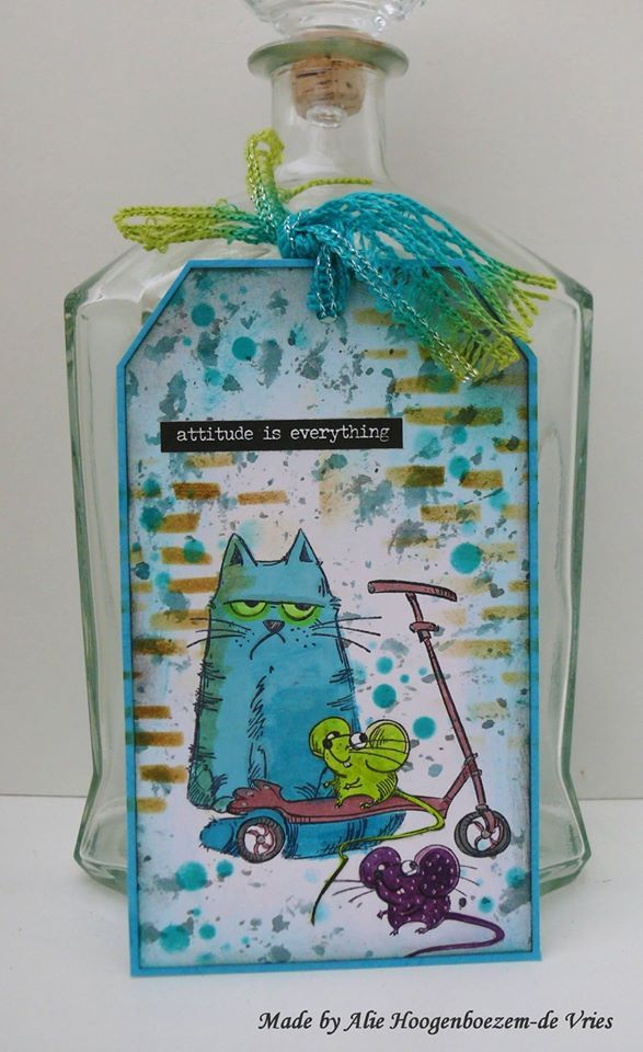 """Tag with Katzelkraft stamps: """"Attitude is everything"""", made by Alie Hoogenboezem-de Vries"""