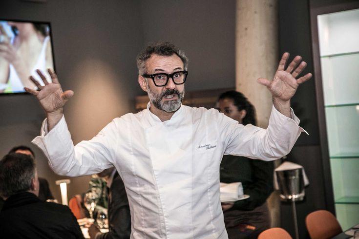 """""""Lo chef consiglia"""", nostalgica postilla scritta a mano nel menu, si è trasformata in nuova moda del web: oggi gli chef consigliano, non più cosa mangiare, ma dove andare a  >>"""