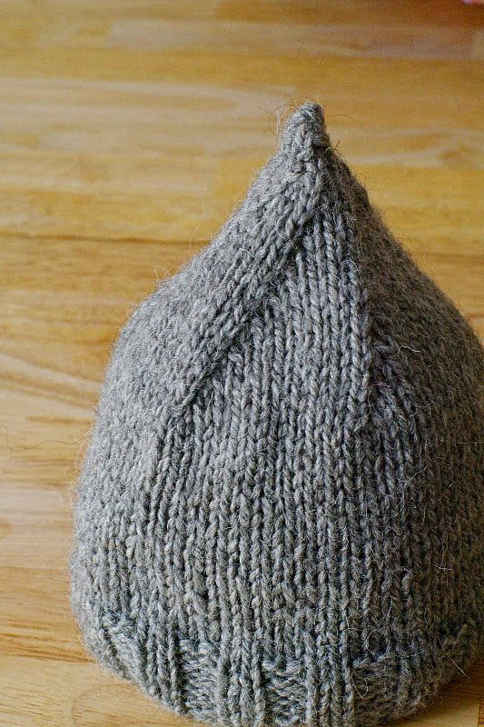 Tuto Petit bonnet. French tutorial for a little gnome hat.