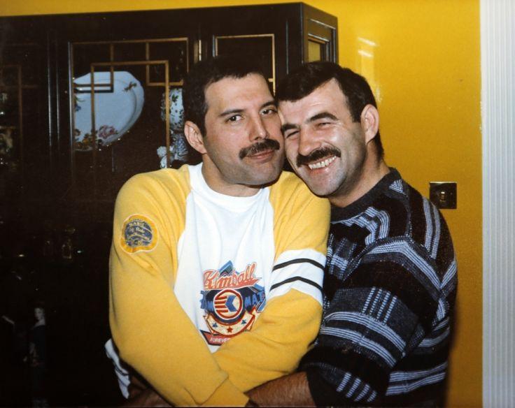 nice Freddie Mercury and his partner Jim Hutton (1985)