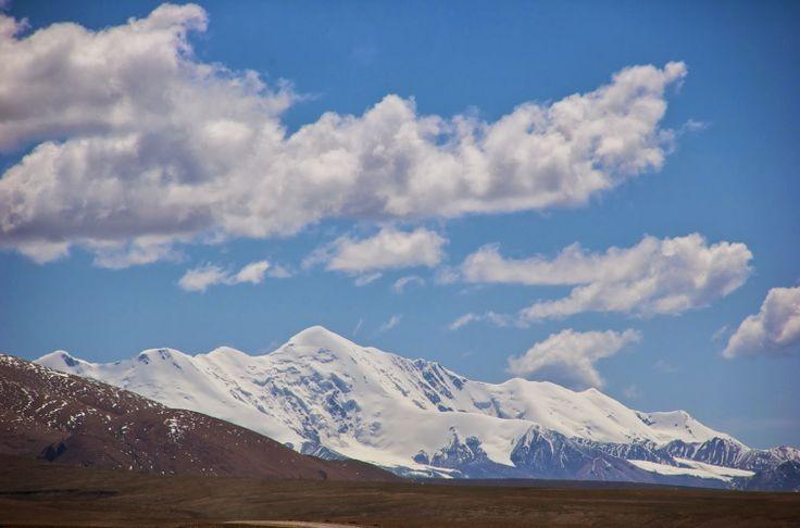 Il picco più alto del mondo. È situato tra la Cina settentrionale e la Mongolia interna, a sud delle paludi dello Tsaidam, a nord della catena del Bayan Khara Shan e a est dei >>> http://www.enciclopedia-mondiale.com/2014/03/amne-machin-curiosita-sconosciute.html