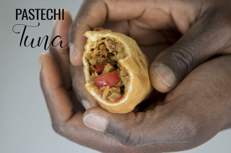 Ons recept voor authentieke pastechi tuna (Antilliaanse tonijn pastei) doet 't goed op elk feestje. Maak ze nu zelf met ons recept incl. video!