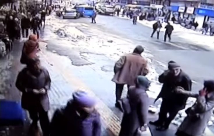 """""""Avalanche"""" in a city in Turkey. Snow roof of a mosque  fell on passers"""