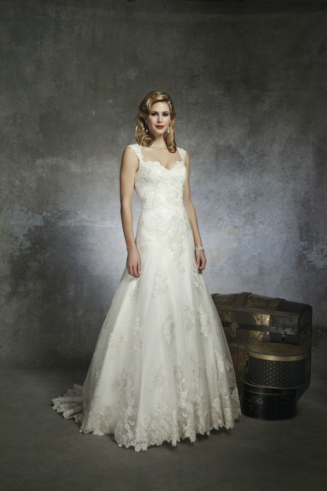 82 best 1950s theme images on Pinterest | Short wedding gowns ...