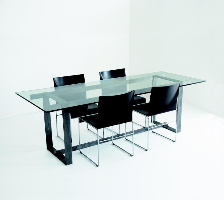 Furore:Tavolo con struttura in ferro ossidato  Piano in vetro  Dimensioni:  L 200 / 250 cm  P 90 / 100 cm  H 74 cm  struttura:ferro ossidato  piano:vetro 12 / 15 mm