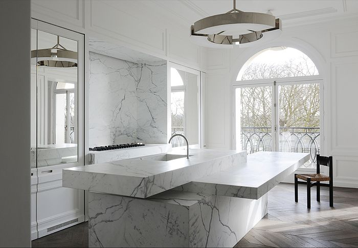 The French Minimalist black + white kitchen #marble