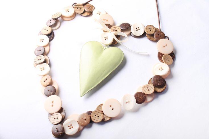 Valentýnské dekorace: návod na knoflíkové srdce