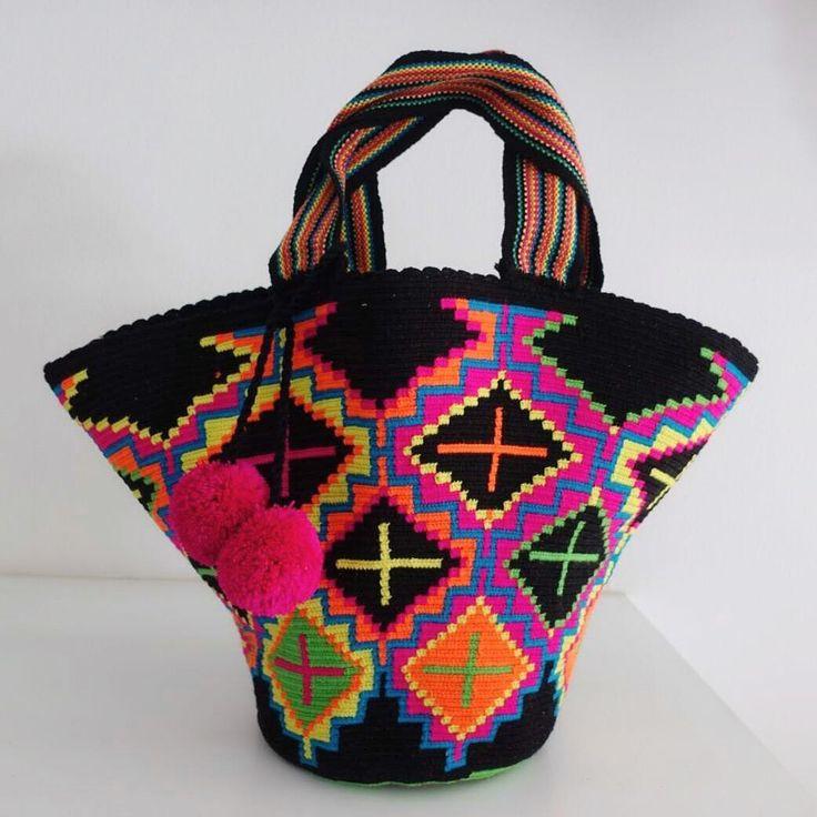 "7 отметок «Нравится», 2 комментариев — กระเป๋าWayuu Bags Boho Style (@wayuumade.bkk) в Instagram: «‼️พร้อมส่งค่ะ ‼️ Beach bag - ขนาดกระเป๋า ปากกว้าง ประมาณ 23"" ก้นกว้าง 10"" กระเป๋าสูง 13"" - สายยาว…»"