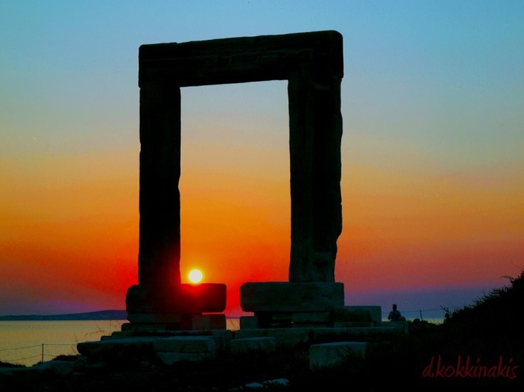 Naxos island, Portara,so lucky to been there,want to go there again,i loved Naxos(photo found www.photthessaloniki.ning.com)