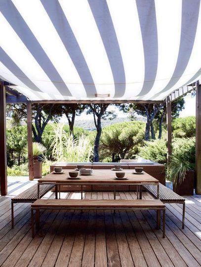 Une terrasse toute de bois vêtue - Ramatuelle en terrasse - CôtéMaison.fr