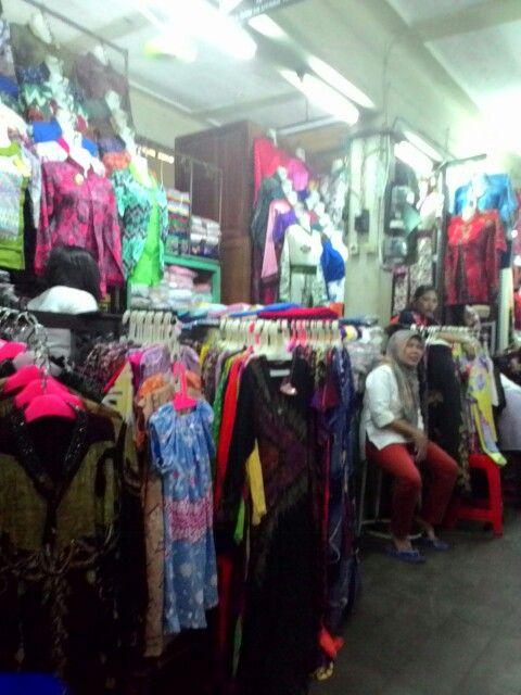 Jalan jalan di Pasar Beringharjo, Yogyakarta...