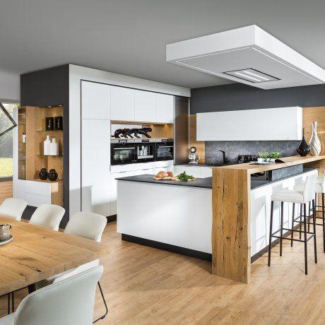 Design Wohnküche mit Bar und Barhocker