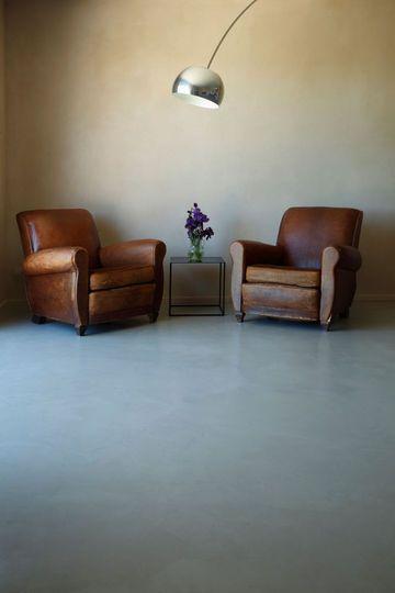 Un salon contemporain en béton ciré - Béton ciré : quelle teinte choisir ? - CôtéMaison.fr