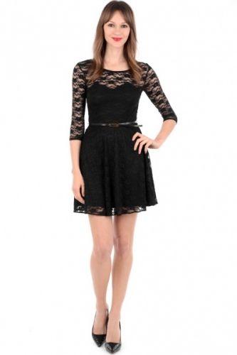 Sort kjole med blondepynt og trekvart armlengde. Følger med sort belte.  inneholder 89% nylon og 11% elastan.  innsiden i 100% polyester.