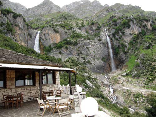 Τοποθεσία: Καταρράκτες,Τζουμέρκα, Νομός Ιωαννίνων Location: Waterfalls at Tzoumerka, prefecture of Ioannina photo by Aigli