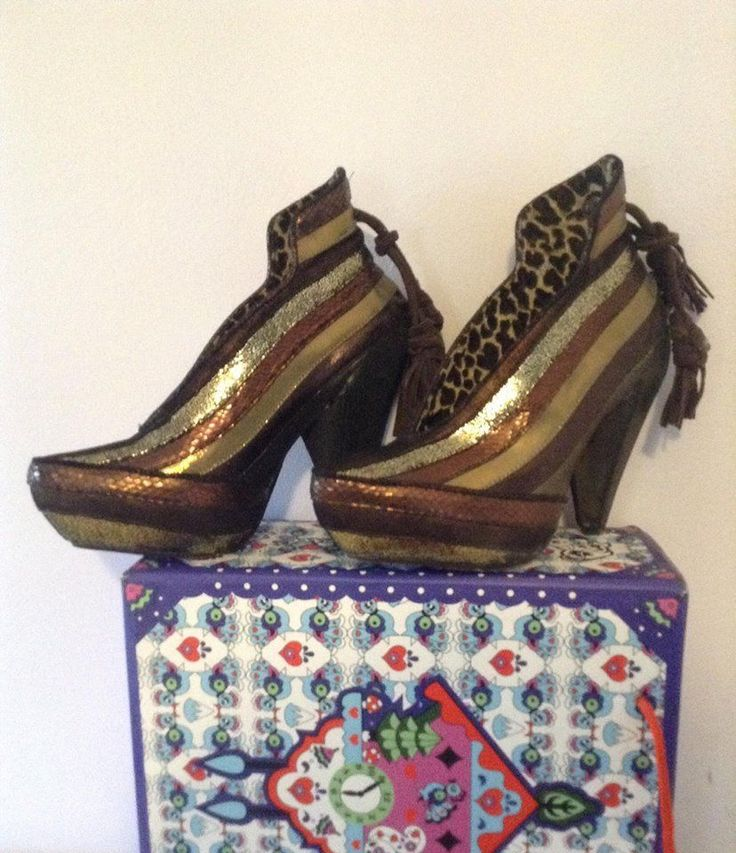 Bronze Irregular Choice, Half Eaten Apple, shoe ankle boot size 39, Greece #IrregularChoice #ShoeAnkleBooty