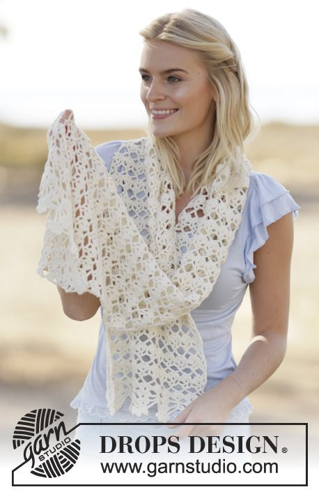 "Gehaakte DROPS stola met kantpatroon van ""Cotton light"". ~ DROPS Design"
