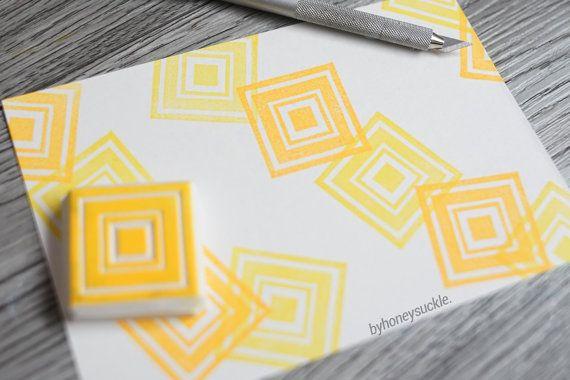 SELLO DE GOMA BYHONEYSUCKLE TALLADAS A MANO sello cuadrado, diseño, ganchillo guía patrón laberinto, diseño geométrico, patrón abstracto, papeles de scrapbook, ilustraciones  GOMA sello tamaño (aproximado) 1 x 1 (2,5 x 2,5 cm)  DETRÁS DE LA ESCENA sellos son dibujados a mano y tallados byhoneysuckle mano.  PROYECTOS DE ARTESANÍA sello arte, asiático sello de goma, sellos de goma para la tarjeta hacer, artesanía regalos, sello de goma de la Navidad, scrapbooking con claro sello, gracias…