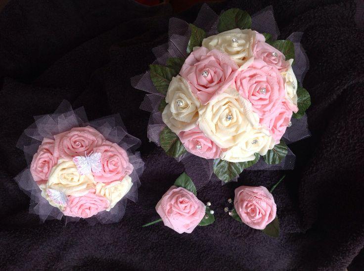 Brides bouquet, bridesmaid bouquet and buttonholes