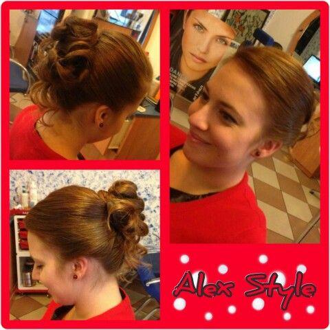 Pura eleganza per Natale! #hair #capelli #hairstyles #acconciature #xmas #merrychristmas #buonnatale #chic #beauty