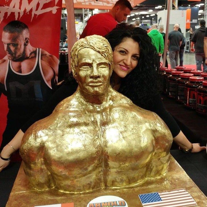 3D Arnold Schwarzenegger trophy cake