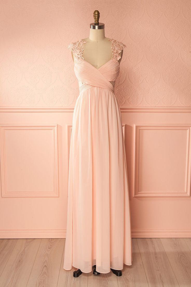 Mina Pink #Boutique1861 / The enchantment of this long dress begins the second you put it on: you can feel its soft aura with the delicate lace details at the straps and the subtle side cut-outs, as well as its skirt falling gracefully to the floor. On top of that, you'll be so at ease and graceful in your movements thanks to its adjustable straps and stretchy gathered back. A stylish hairstyle and satin pumps will perfectly compliment your evening look.