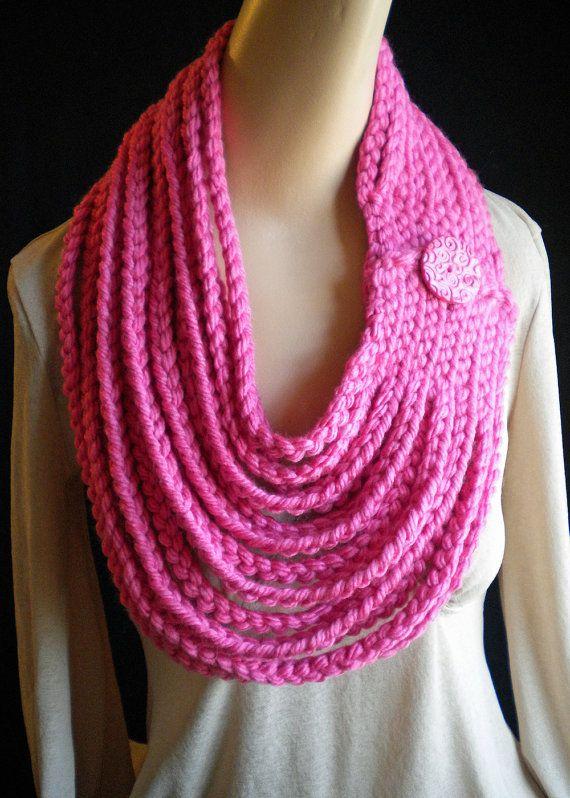 Cadena Rosa Neckwarmer bufanda collar con botón hecho a mano cierre Crochet