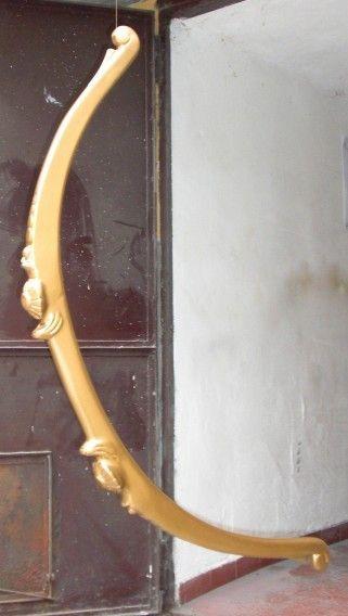Arco dorato in legno