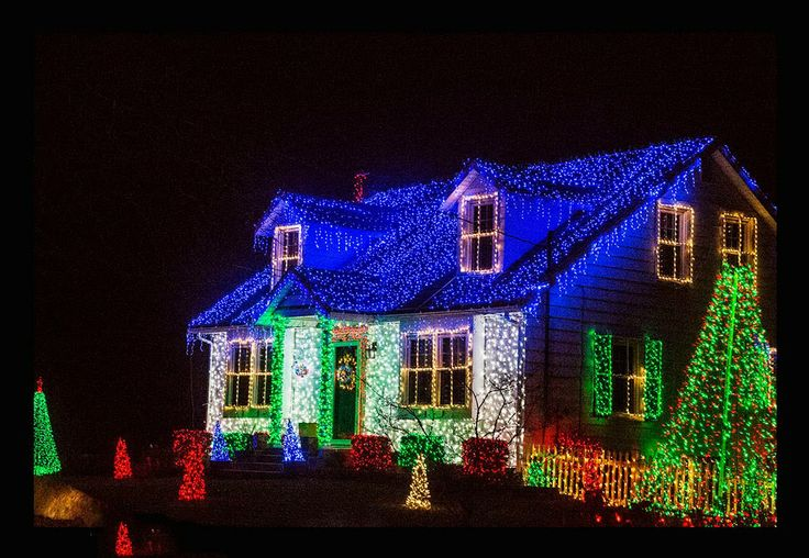 NAVIDAD★ 。* ★ - Feliz Navidad when translated into English, means Happy Christams (Merry Christmas) ¸.•♥•.  www.pinterest.com/WhoLoves/Christmas  ¸.•♥•.¸¸¸ツ #Christmas