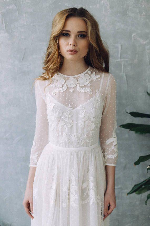Perfekte Brautkleid in warm weiß. Bodenlanges Kleid gemacht durchscheinend Chif… – Hochzeiten