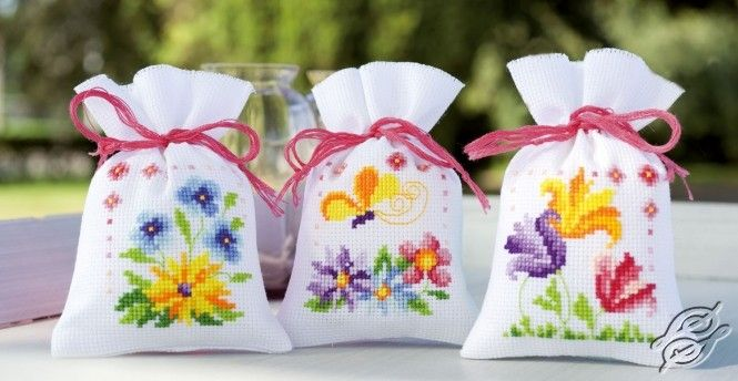 CROSS STITCH KITS - VERVACO - Potpourri Bags - Flowers And Butterflies - Gvello Stitch